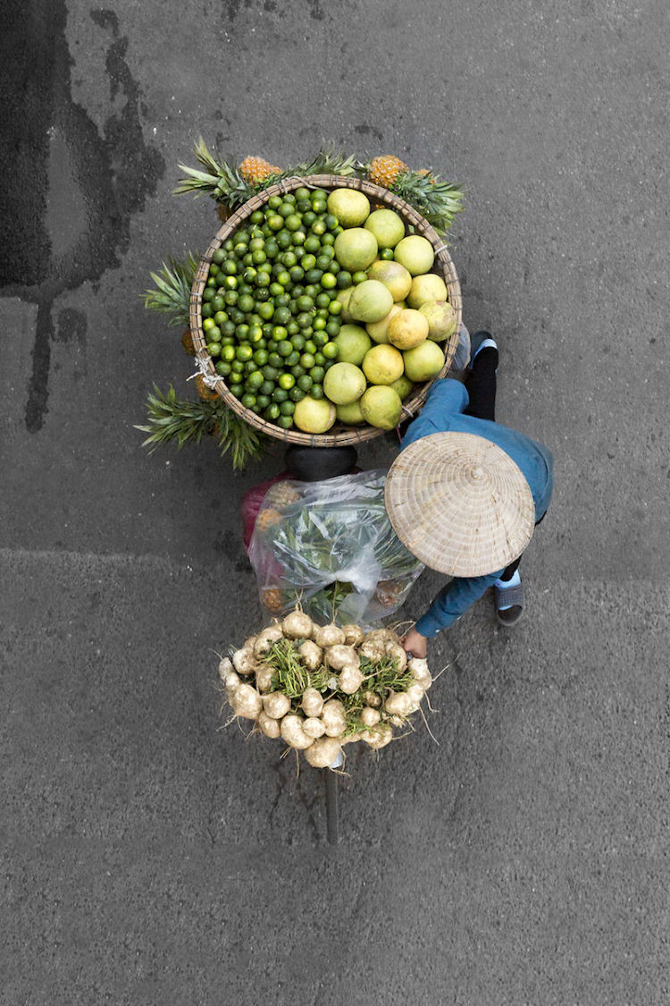 beautiful-photos-vietnam-street-vendors-overhead-11
