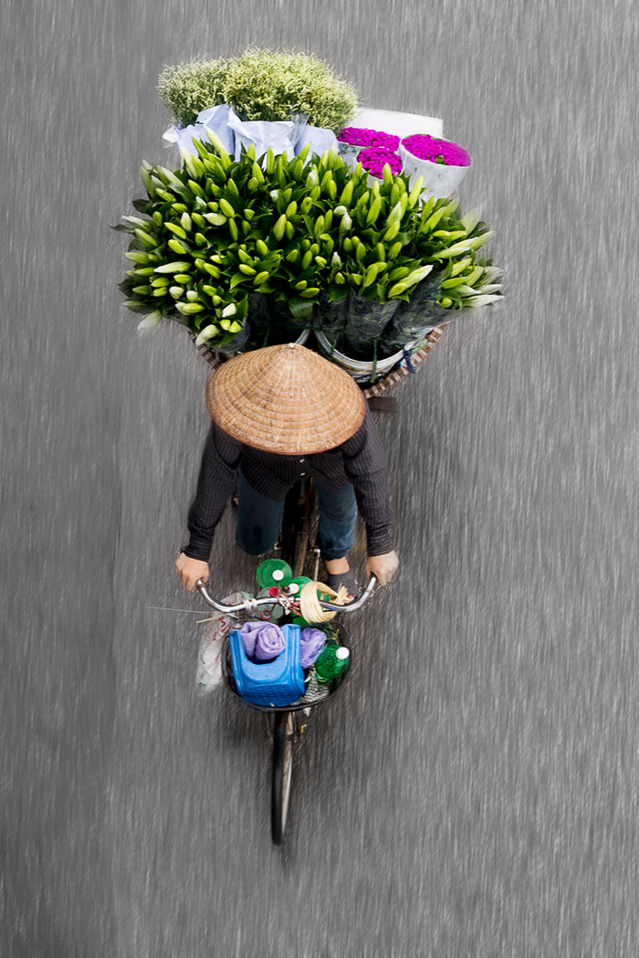 beautiful-photos-vietnam-street-vendors-overhead-2