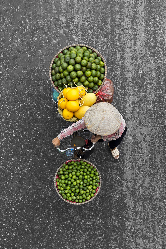 beautiful-photos-vietnam-street-vendors-overhead-3