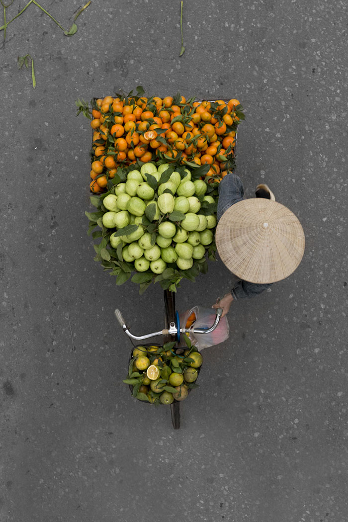 beautiful-photos-vietnam-street-vendors-overhead-4