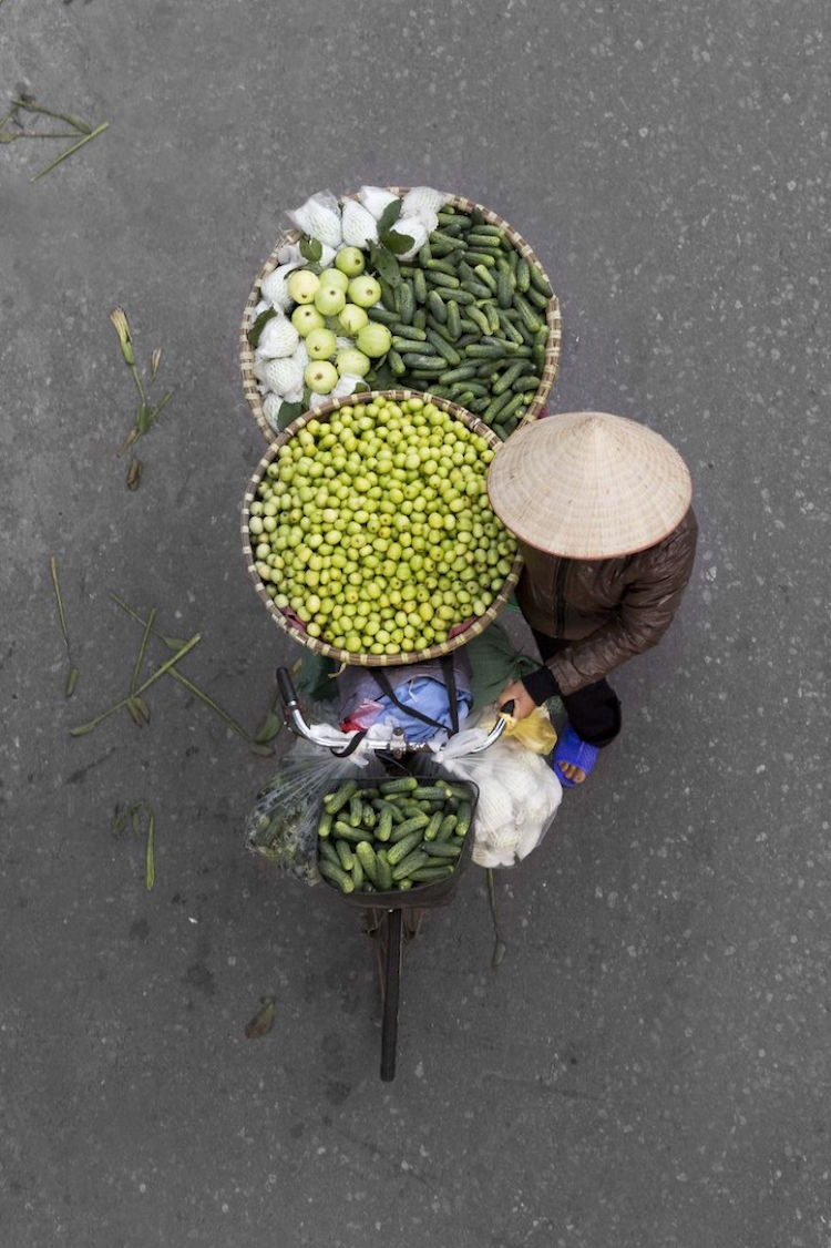 beautiful-photos-vietnam-street-vendors-overhead-5