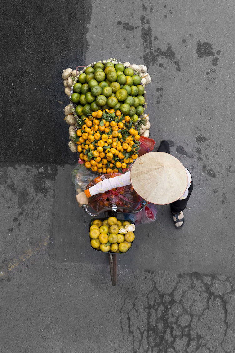 beautiful-photos-vietnam-street-vendors-overhead-7