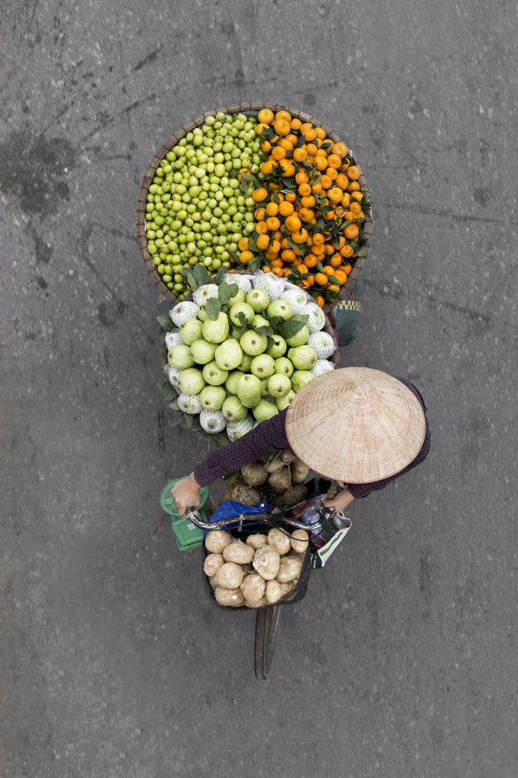beautiful-photos-vietnam-street-vendors-overhead-8