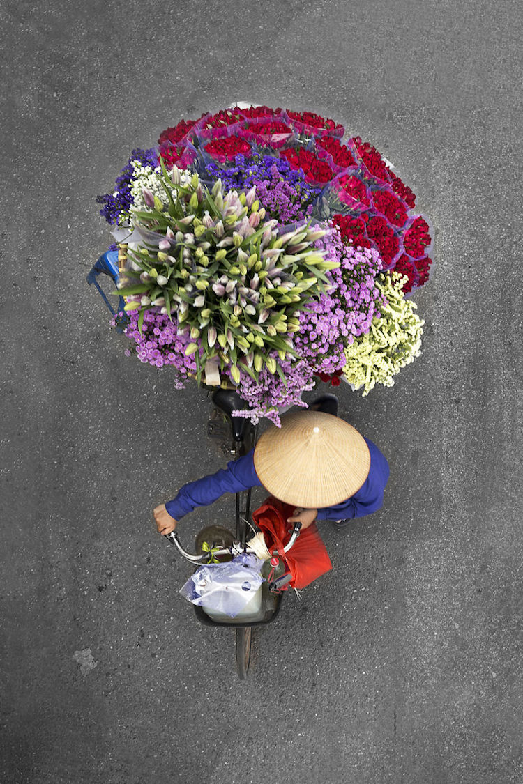 beautiful-photos-vietnam-street-vendors-overhead-9