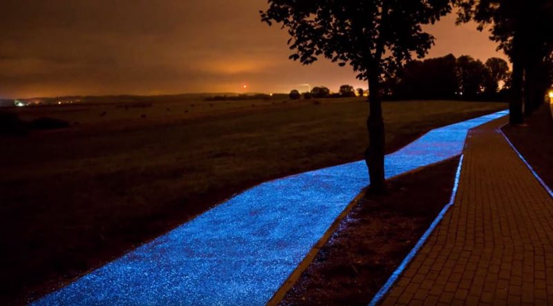 glow-in-dark-blue-bike-lane-road-design-4