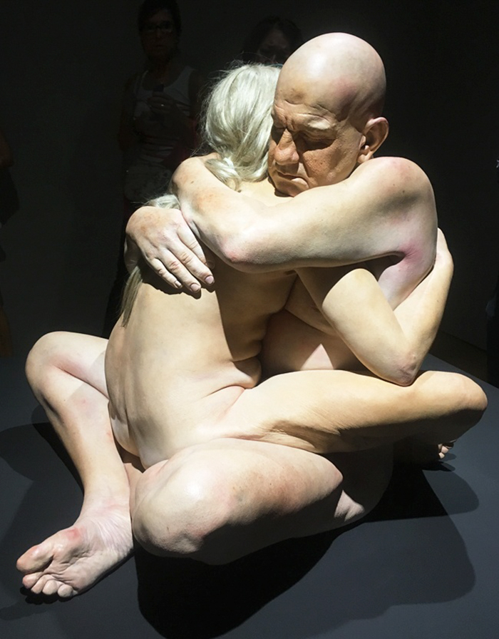 hyper-realistic-sculptures-human-figures-exhibition-1