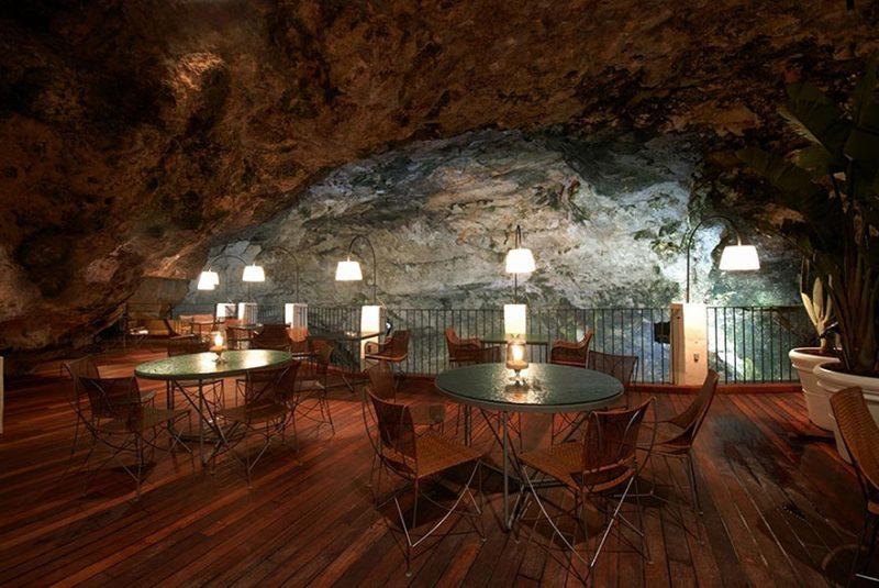 romantic-italian-cave-restaurant-grotta-palazzese-polignano-mare-1