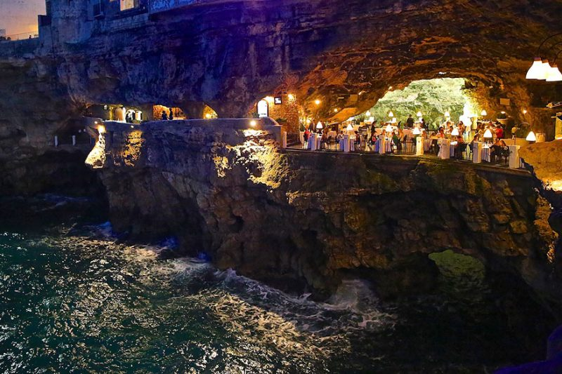 romantic-italian-cave-restaurant-grotta-palazzese-polignano-mare-10