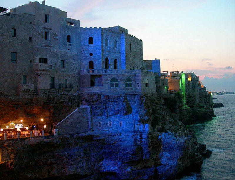 romantic-italian-cave-restaurant-grotta-palazzese-polignano-mare-2