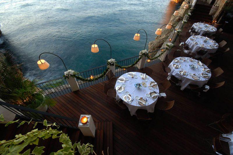 romantic-italian-cave-restaurant-grotta-palazzese-polignano-mare-4
