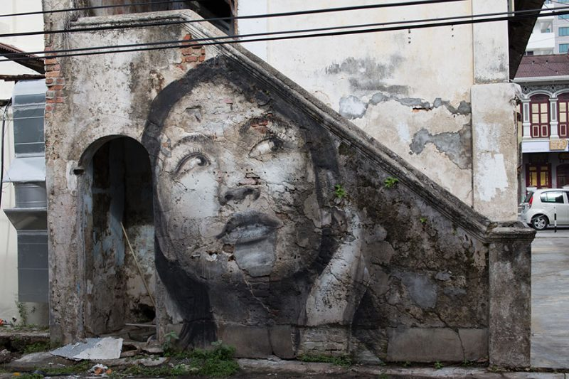 street-art-intimate-girls-portraits-abandoned-houses-wall-4