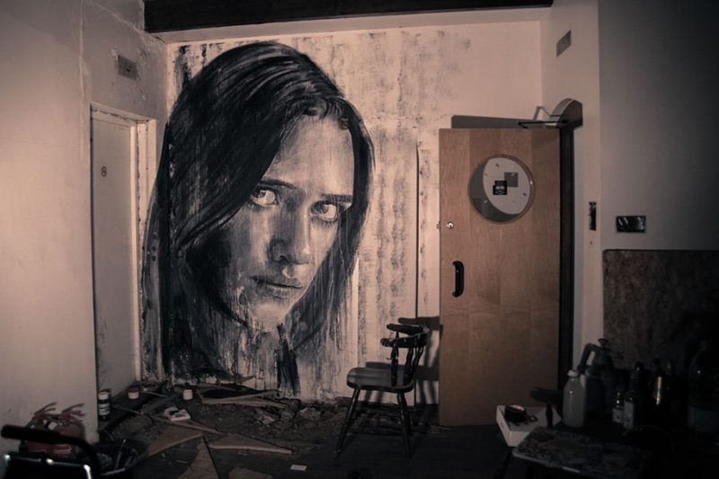 street-art-intimate-girls-portraits-abandoned-houses-wall-5