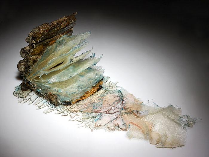 surreal-resin-sculptures-exploding-books-frozen-liquid-1