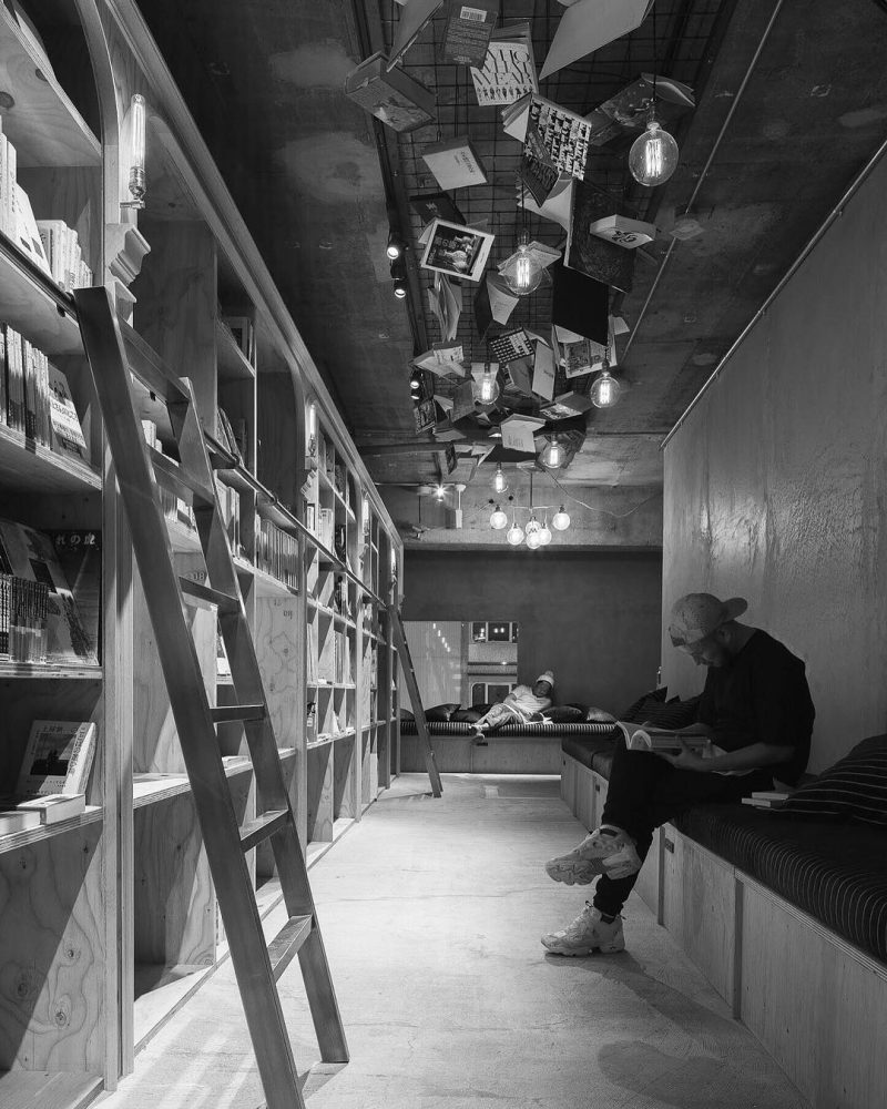 book-and-bed-tokyo-library-hotel-1