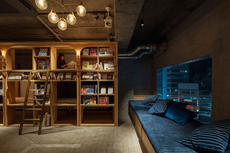 book-and-bed-tokyo-library-hotel-7