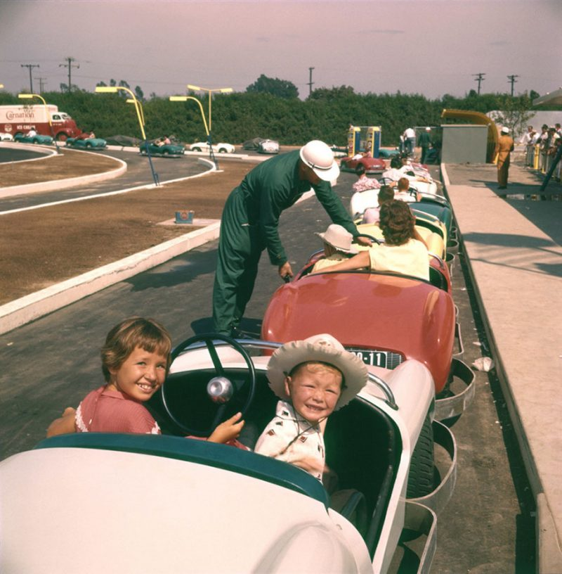 old-photos-retro-disneyland-opening-1955-17