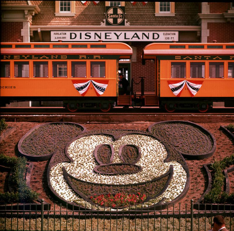 old-photos-retro-disneyland-opening-1955-22