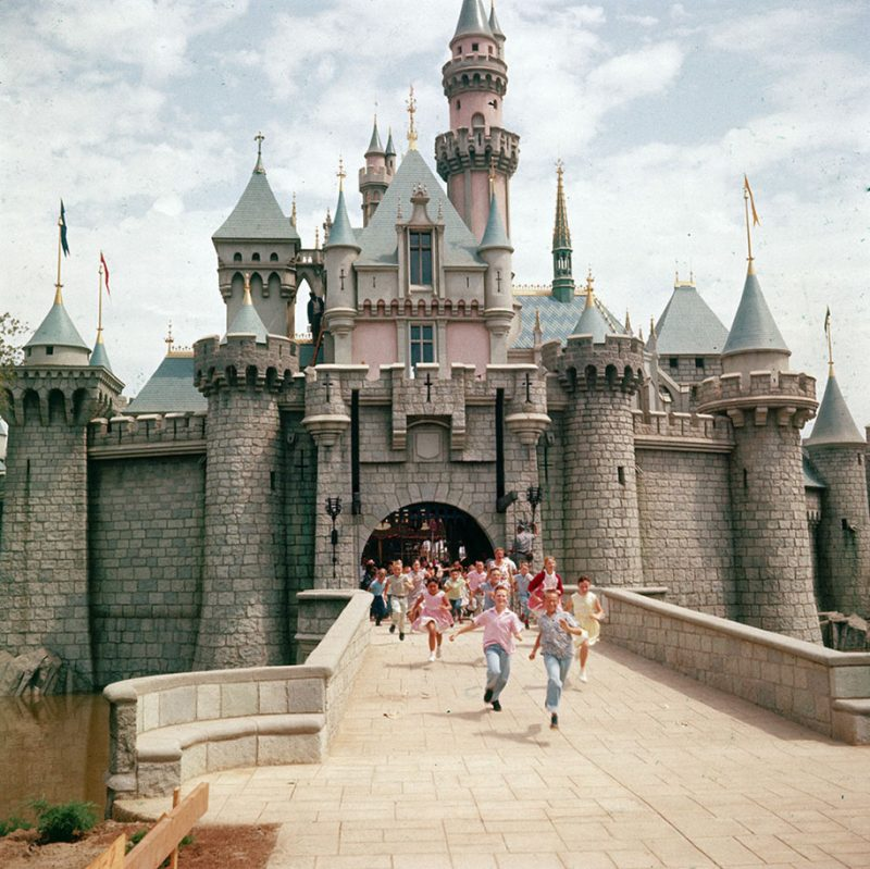 old-photos-retro-disneyland-opening-1955-24