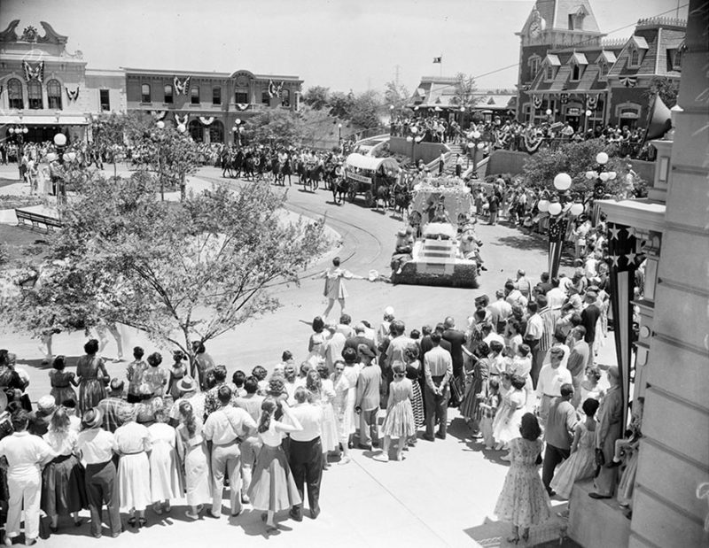 old-photos-retro-disneyland-opening-1955-6