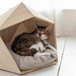 Pet's wood bed designed in pentagonal form