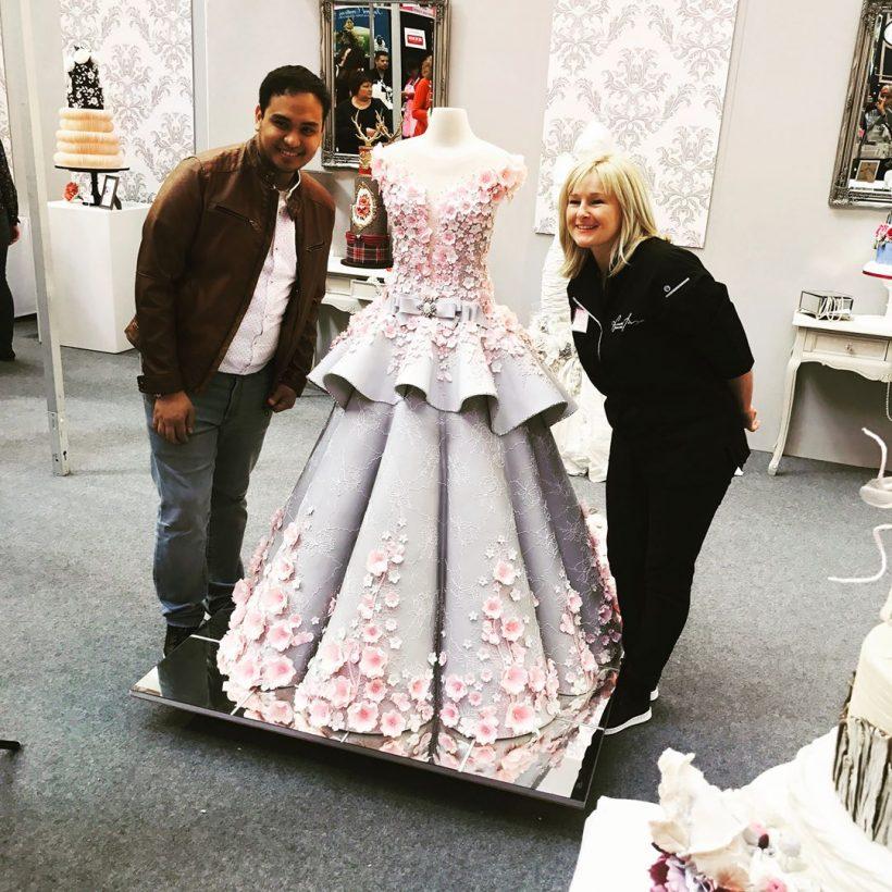 Amazing Life Size Wedding Dress Cake Vuing Com